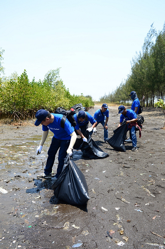 Indonesia Employees Volunteering